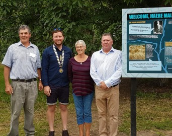 With the Mayor Sam Broughton who unveiled the signage (2nd from left) are  L to R: Charles Ridgen, Ruth Warren and Ian Jefferis, Greendale CommunityTrust Trustees.